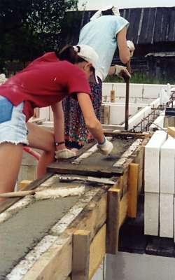 Укладка и выравнивание бетона