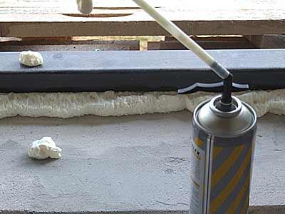 Уплотнение зазоров монтажной пеной
