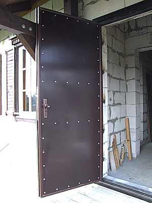 Вид входной двери изнутри