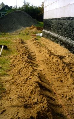Устройство песчаного ложа с уклоном