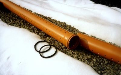 Укладка перфорированных дренажных труб