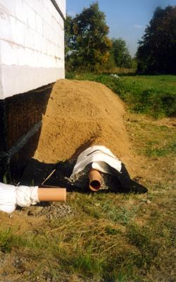 Засыпка дренажа крупным песком