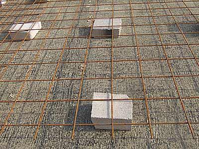 Армирование нижнего слоя бетонной отливки