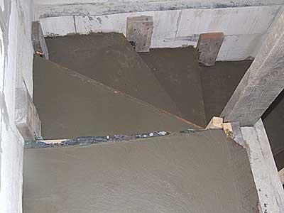 Лестница в подвал забетонирована