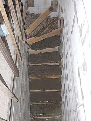Бетонирование лестницы в подвал