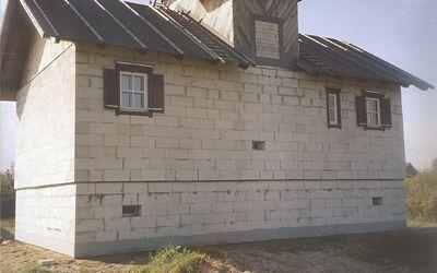 Окна со ставнями на заднем фасаде